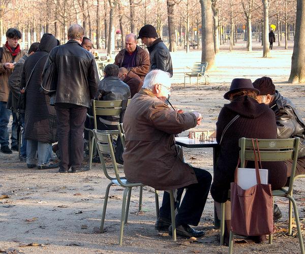 Paris chess in jardin du luxembourg myfrenchkitchen for Buvette des marionnettes du jardin du luxembourg