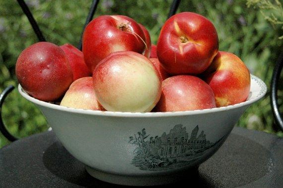peaches  18-06-2007 13-06-29 3008x2000
