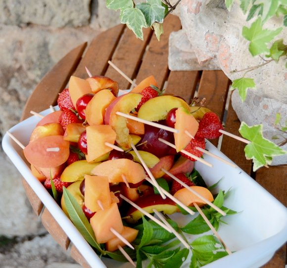 Brochettes de fruits 14-06-2013 21-23-39 2659x2482 - Copie