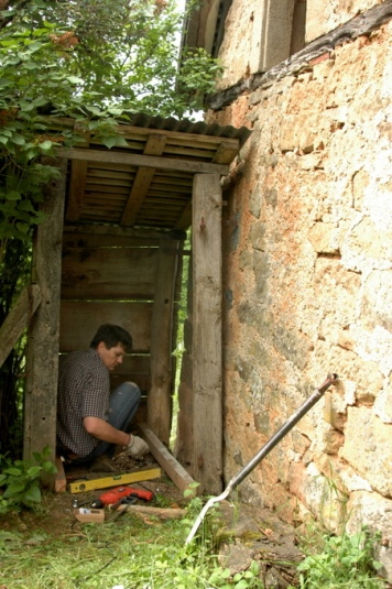 The beginning of barn life toilette-002