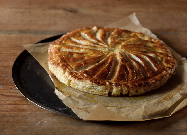 Galette des rois aux pommes and january ambiance at coin perdu myfrenchkit - Deco galette des rois ...